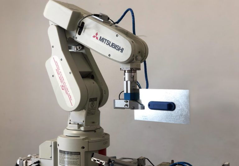 Lab-Robot taking its first steps